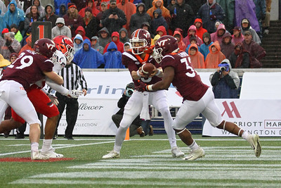 Virginia Tech quarterback #5 Ryan Willis hands the ball off to runningback #32 Steven Peoples