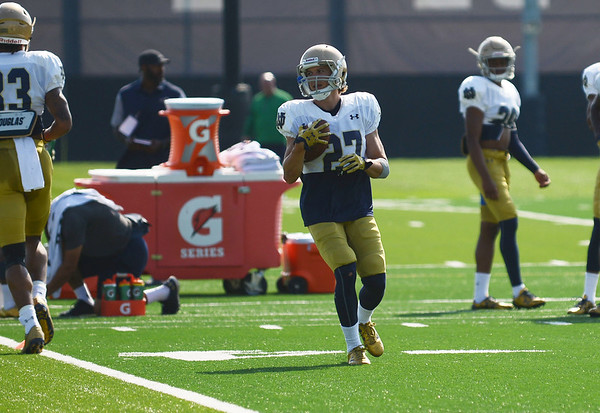 HALEY WARD | THE GOSHEN NEWS<br /> Wide receiver Chris Kinke runs down the field after catching the ball during Notre Dame football practice Wednesday.