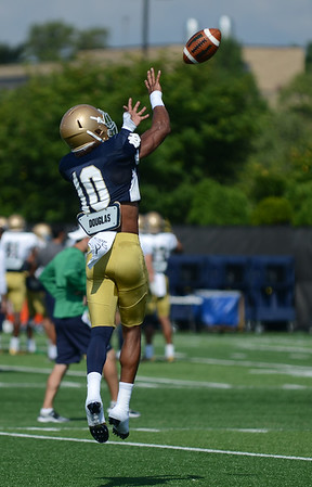 HALEY WARD   THE GOSHEN NEWS<br /> Safety Max Redfield attempts to catch the ball while running drills during Notre Dame football practice Wednesday.