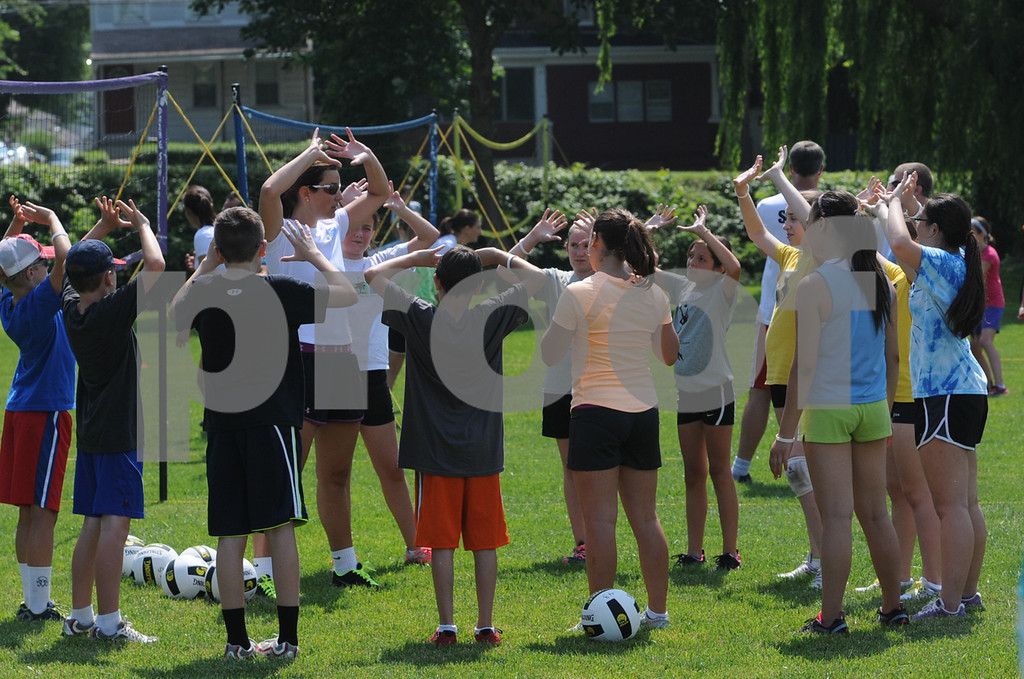 . During the Dream in Gold Clinic, participants gather around Misty May-Treanor. (Photo by John Strickler/The Mercury)