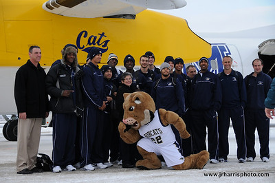 Brad Huse and the Montana State mens Basketball team at Gallatin Field airport in Belgrade Montana with the new Horizon Air MSU Bobcat plane