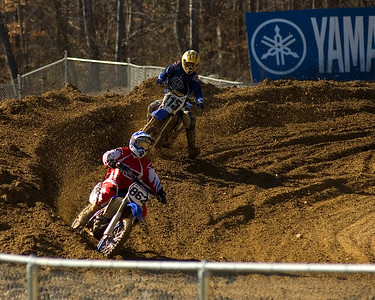 Mitch Ward #862 leading Broc Burman #115 in the Junior 25 Plus race.