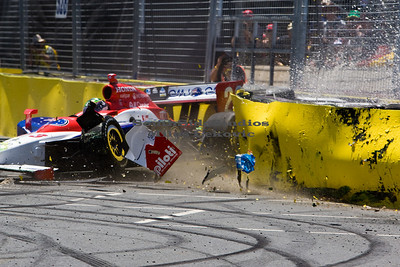Townsend Bell Crashes at 2008 Gold Coast Indy 300 - Pic 1