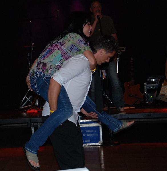 @davidodson gives @erin_campbell a lift!