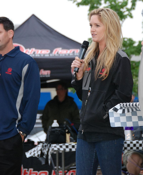 @VersusIndyCar talent @LindyThackston (aka LindyCar) stops by for a chat with race fans.