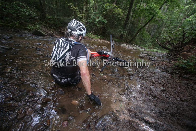 As fatigue set in, navigating sections like the creek crossing at checkpoint 6 got increasingly difficult.