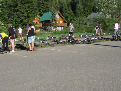 The bikes are placed along the trail before the start.