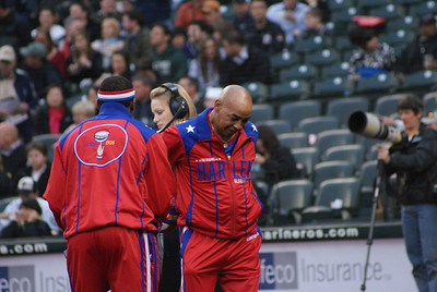 Two of the Harlem Globetrotters were there to throw out the first pitch!!