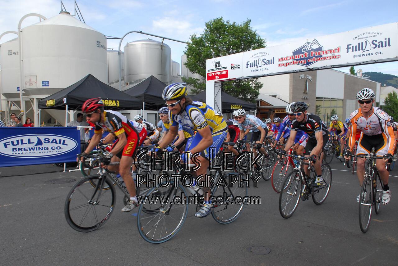 Downtown Hood River Criterium. 2006 Mt. Hood Cycling Classic.