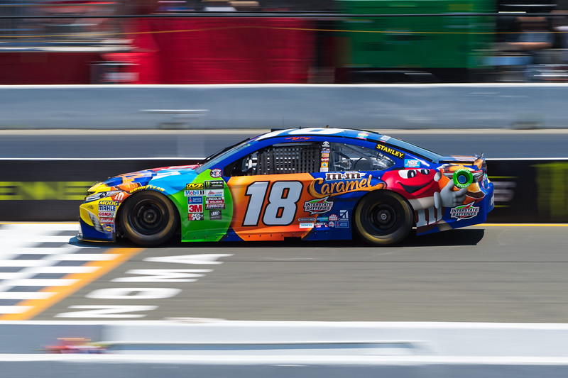 #18 Kyle Busch at 2017 Toyota/Save Mart 350 Qualifying