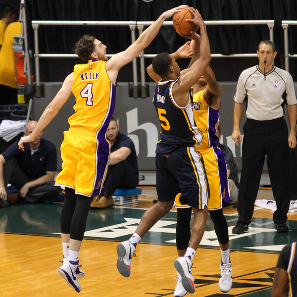 Lakers forward Ryan Kelly (4) blocks Jazz guard Rodney Hood (5) from behind during an NBA preseason game at the Stan Sheriff Center, Honolulu, HI on October 04, 2015.