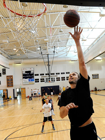 "NBA player Louis Amundson demonstrates the proper layup technique on Monday, June 18, during a basketball camp at Legacy High School in Broomfield. For a video of the camp and interview with Amundson go to  <a href=""http://www.dailycamera.com"">http://www.dailycamera.com</a><br /> Jeremy Papasso/ Boulder Daily Camera"