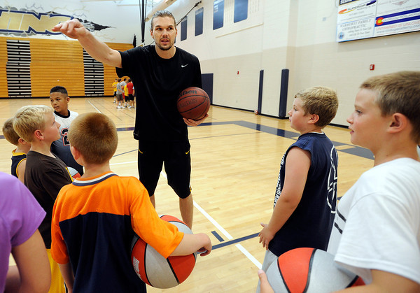 """NBA player Louis Amundson talks with John Grigsby, 10, right, Zach Rimbos, 11, and other children on Monday, June 18, during a basketball camp at Legacy High School in Broomfield. For a video of the camp and interview with Amundson go to  <a href=""""http://www.dailycamera.com"""">http://www.dailycamera.com</a><br /> Jeremy Papasso/ Boulder Daily Camera"""