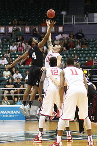 Oklahoma and Harvard tip off the championship game of the 2015 Diamond Head Classic at the Stan Sheriff Center, Honolulu, HI on December 25, 2015. Photo: Brandon Flores.