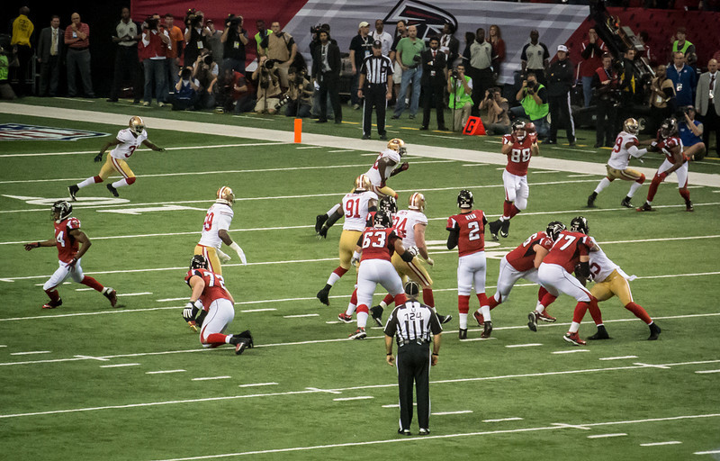 Tony Gonzalez wide open again!