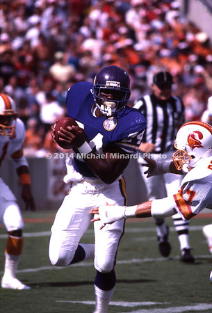 TAMPA, FL - SEPTEMBER 15: Running Back Maurice Turner #24 of the Minnesota Vikings carries the ball for a gain in a NFL game against the Tampa Bay Buccaneers at Tampa Stadium on September 15, 1985 in Tampa, Florida. The Vikings won 31 to 16. (Photo by Michael J. Minardi) *** Local Caption *** Maurice Turner