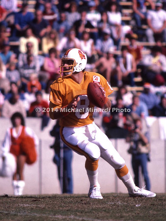 TAMPA, FL - SEPTEMBER 15: Quarter Back Steve Young #8 of the Tampa Bay Buccaneers drops back into the pocket to pass in a NFL game against the Minnesota Vikings at Tampa Stadium on September 15, 1985 in Tampa, Florida. The Vikings won 31 to 16. (Photo by Michael J. Minardi) *** Local Caption *** Steve Young