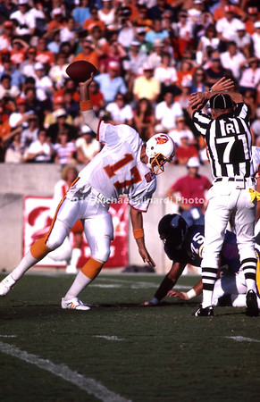 TAMPA, FL - SEPTEMBER 15: QB Steve DeBerg #17 of the Tampa Bay Buccaneers intensionally grounds the football during a NFL game against the Minnesota Vikings at Tampa Stadium on September 15, 1985 in Tampa, Florida. The Vikings won 31 to 16. (Photo by Michael J. Minardi) *** Local Caption *** Steve DeBerg