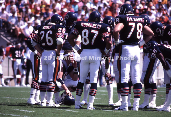 TAMPA, FL - OCTOBER 8; Quarter Back Jim McMahan #9 of the Chicago Bears calls a play in the huddle during a NFL game with the Tampa Bay Buccaneers on October 8, 1989 in Tampa Stadium in Tampa, Florida. The Buccaneers defeated the Bears 42-35. (Photo by Michael Minardi) *** Local Caption*** Jim McMahan