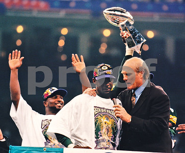 Terry Bradshaw interviews Super Bowl XXXI MVP Desmond Howard as Packers Safety LeRoy Butler acknowledges the crowd and the Vince Lombardi Trophy is hoisted above their heads