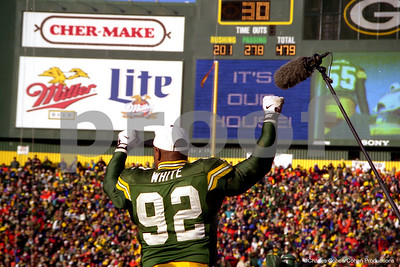 Reggie White reacts to the cheers from the Packers faithful after the Packers beat the Panthers to win the 1996 NFC Championship in Lambeau Field, Green Bay.  The team's first such championship in 29 long years.