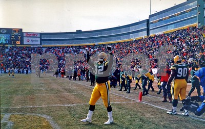 Green Bay Packers DE Reggie White gets Packer faithful cheering in pre-game of 1996 NFC CHAMPIONSHIP GAME on the FROZEN TUNDRA OF LAMBEAU FIELD.  -23 below zero temperature at game time.