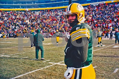 NFL MVP Green Bay QB Brett Favre on Lambeau Field for pre game warmups before the 1996 NFC CHAMPIONSHIP GAME.  The temperature was -23 below, and Favre sure looks cold