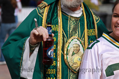 St. Vince shows off his Lombardi Super Bowl Trophy ring and his Miller Lite Beer...the two go hand in hand for Cheeseheads!