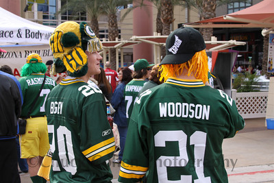 Stylish Packer Cheeseheads take in the sights