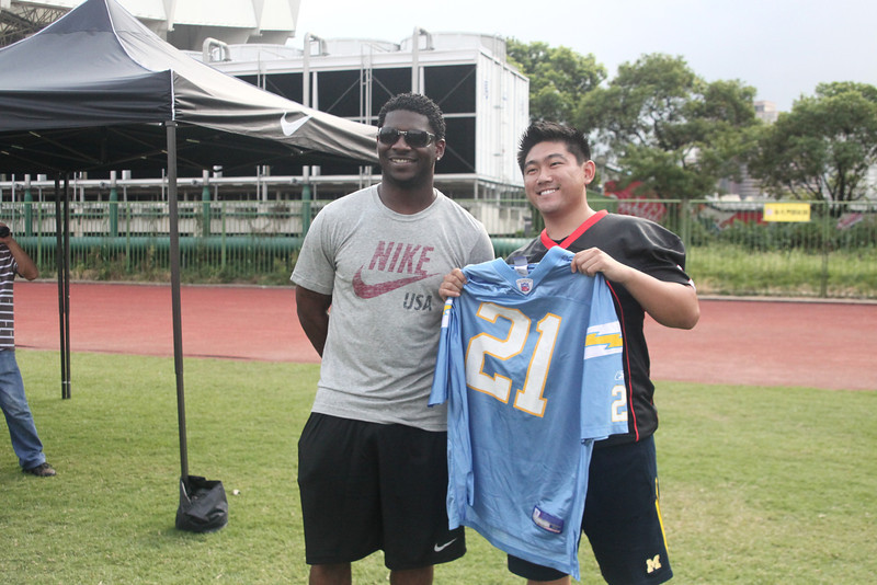 NFL All-Pro running back, LaDainian Tomlinson, with a fan at the 2012 Nike Festival of Sport