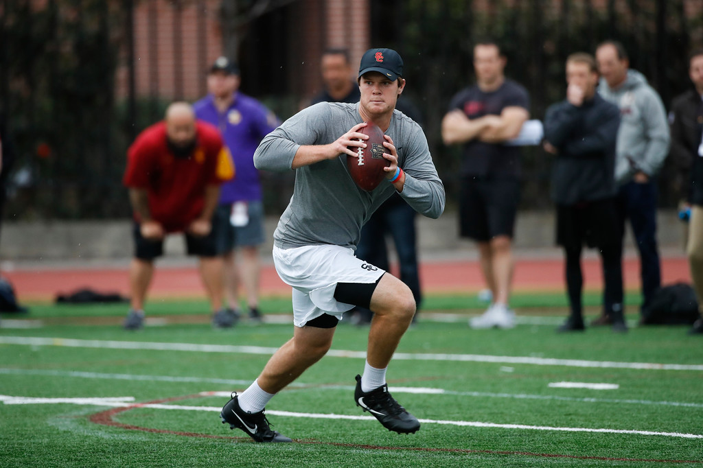 . Southern California quarterback Sam Darnold looks to throw a pass during USC Pro Day, Wednesday, March 21, 2018, in Los Angeles. The Pro Day is intended to showcase talent to NFL scouts for the upcoming draft. (AP Photo/Jae C. Hong)