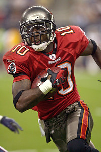 August 28, 2008 - Dexter Jackson of the Tampa Bay Buccaneers turns a corner as he returns a punt 83 yards for a touchdown in the second quarter against the Houston Texans.  The Buccaneers defeated the Texans 16-6 at Reliant Stadium in Houston to finish out the preseason.