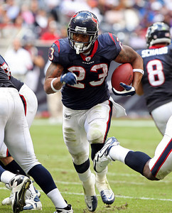 November 28 2010 - Houston Texans running back Arian Foster picks up 18 rushing yards in the third quarter. Foster finished the day with 143 running yards on 30 carries.