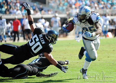 Nov 4, 2012; Jacksonville, FL, USA; Detroit Lions running back Mikel Leshoure (25) runs the ball past Jacksonville Jaguars linebacker Russell Allen (50) during the second half of the game at EverBank Field. Mandatory Credit: Melina Vastola-US PRESSWIRE.