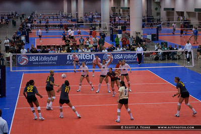 Womens Open finals when I arrived... Team Paul Mitchel had already won the Men's Open Finals...