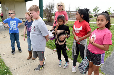Third grade teacher LaChrista Earll, center, gathers her students from Commerce's Alexander Elementary for their return bus ride to Commerce on Tuesday at Cunningham Park. About 120 students from Alexander were rewarded for their performance on state standardized testing with a day of rollerskating and picnicing at the park. Globe | Laurie Sisk