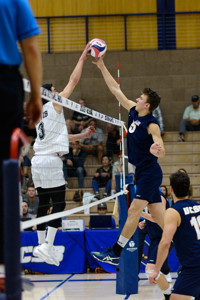 Keenan Sanders jousts the Lewis setter at the net.