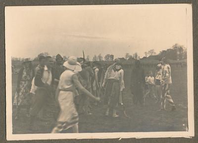 Onderschrift: geen  Opmerking: plaats in album Voorjaar 1931 Zie ook andere foto. Zie verder daar.  Collectie Jan Blom grijs blauw Fotograaf: onbekend Formaat: 9 x 6 Afdruk zw