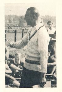 onbekend Onderschrift: Ere-voorzitter Frits Drijver Opmerking: onbekend wanneer en waar.  Clubnieuws 15 (1953-1954) 2, November 1953, p. 3