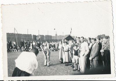 Onderschrift:geen  Opmerking: op Platvoet. Ws. strafslagen voorronde Hockeydag 1936. Zie daar.   Collectie Blom env. Drijver  Fotograaf: Van der Geijn  Formaat: 9 x 6 Afdruk zw