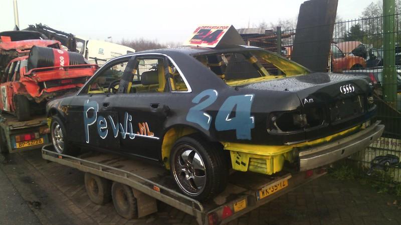 De audi A8 waar Mark Devastator de Laat morgen in Emmen de oliebollen race gaat rijden.