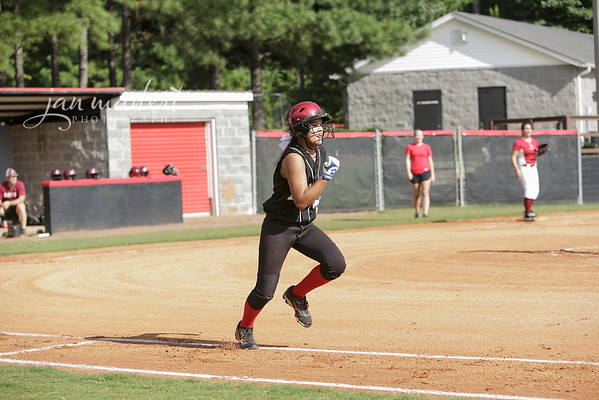 JMadert_North_9Softball_0821_2013_004
