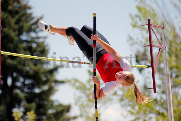 Karli Jelden beats school and league record with 11 feet in the pole vault