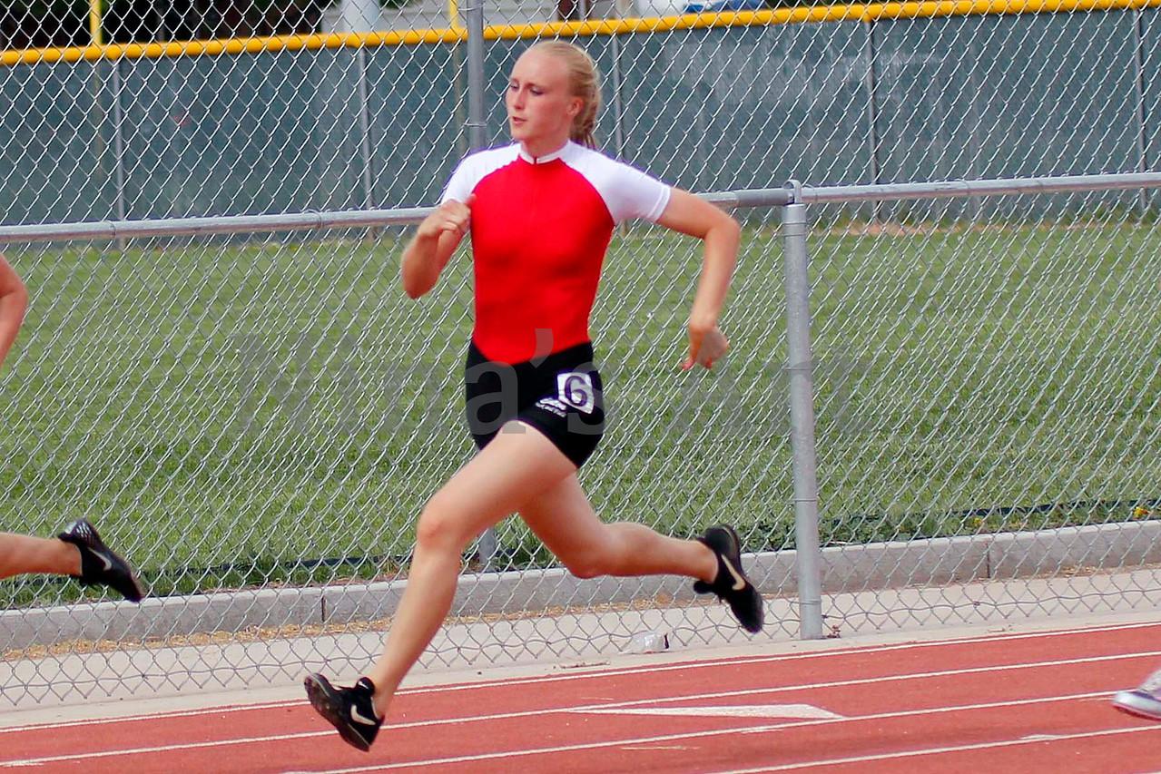 Danielle Lawhead lengthens her stride 200m dash