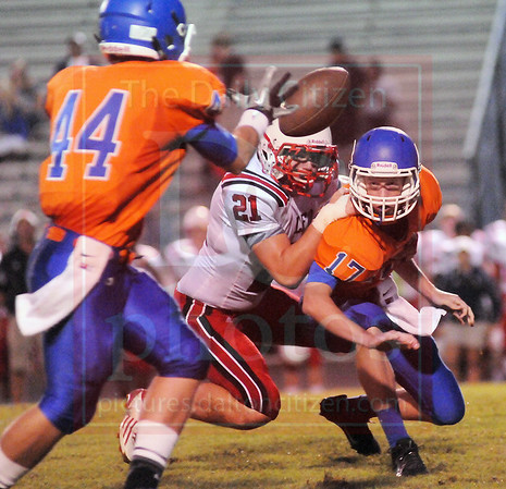 Matt Hamilton/The Daily Citizen<br /> LFO21 hits NW17 from behind but NW17 gets the pitch off to NW44 Friday.