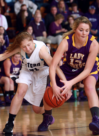 11-26-13<br /> Western vs. Northwestern basketball<br /> Western's Sarah Connolly and Northwestern's Whitney Zeck battle over the ball.<br /> KT photo   Kelly Lafferty