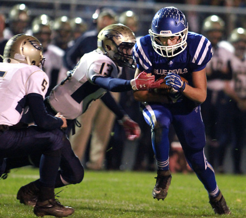 11-15-13<br /> Tipton vs. Oak Hill regional football<br /> Tipton's Brody Dell breaks out of Oak Hill's defense.<br /> KT photo | Kelly Lafferty