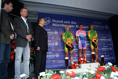 The podium, Felix Rinker (2nd), Francesco Gavazzi (1st) and Nils Plötner (3rd) and Nuernberg's OB Mr. Maly.