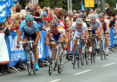 Robert Förster (Team Milram) is loosing the bunch sprint for 21st place to the young Rabobank rider.