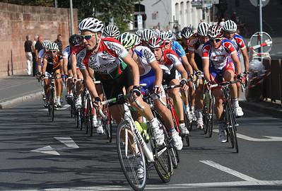 Das Hauptfeld angeführt von Sebastian Uhe (RV Union Nuernberg), der bei diesem Rennen für das Team Erdinger Alkoholfrei fuhr.